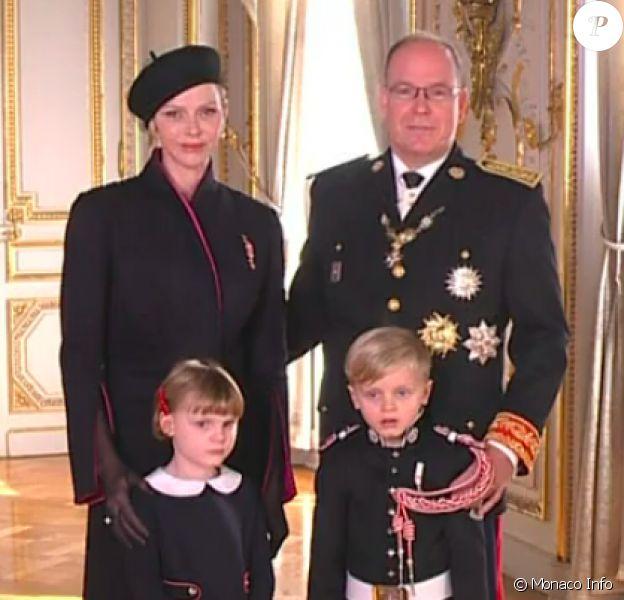 Le prince Albert de Monaco, son épouse la princesse Charlene et leurs enfants, le prince Jacques et la princesse Gabriella, au palais princier de Monaco, jour de la Fête nationale en principauté.