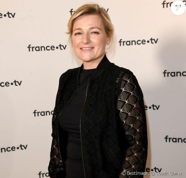 Anne Elisabeth Lemoine au photocall de la conférence de presse de France 2 au théâtre Marigny à Paris. © Coadic Guirec / Bestimage