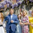 La princesse Ariane des Pays-Bas, La princesse Alexia des Pays-Bas, Le roi Willem-Alexander des Pays-Bas, La reine Maxima des Pays-Bas, La princesse Catharina-Amalia des Pays-Bas - La famille Royale des Pays-Bas célèbre King's Day au Palais Huis ten Bosch à La Haye le 27 avril 2020.