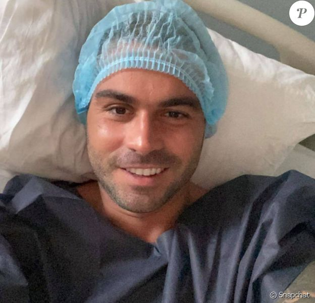 Ricardo à l'hôpital avant ses nouvelles opérations de chirurgie esthétiques en Tunisie.