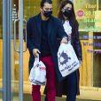 Katie Holmes et son compagnon Emilio Vitolo Jr. sortent faire un peu de shopping à New York le 5 novembre 2020.