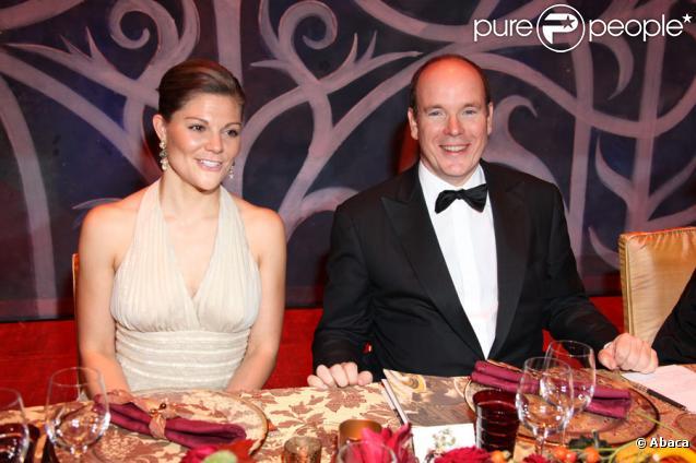Le Prince Albert II de Monaco et la princesse Victoria de Suède au dîner de gala de l'E.O.R.T.C à l'Opéra Garnier de Monte Carlo à Monaco le 9 octobre 2009