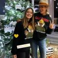 Laeticia Hallyday avec Tess Rambaldi, la fille de son amie Pierre Rambaldi, à La Savannah le 23 décembre 2020.