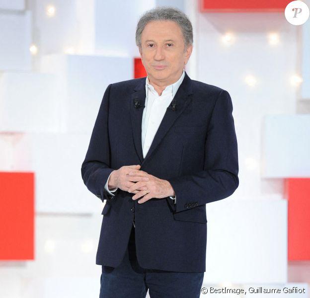 """Exclusif - Michel Drucker - Enregistrement de l'émission """"Vivement Dimanche"""" au studio Gabriel à Paris. © Guillaume Gaffiot/Bestimage"""