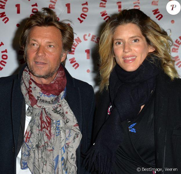 """Laurent Delahousse et sa compagne Alice Taglioni (enceinte) lors d'une visite privée et d'un dîner de gala caritatif donné en faveur des actions de l'association """"Un Rien C'est Tout"""" au musée Rodin à Paris, France. © Veeren/Bestimage"""