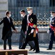 Pedro Sanchez, le roi Felipe VI et la reine Letizia d'Espagne lors de la cérémonie des voeux au personnels militaires au palais royal à Madrid. Le 6 janvier 2021.