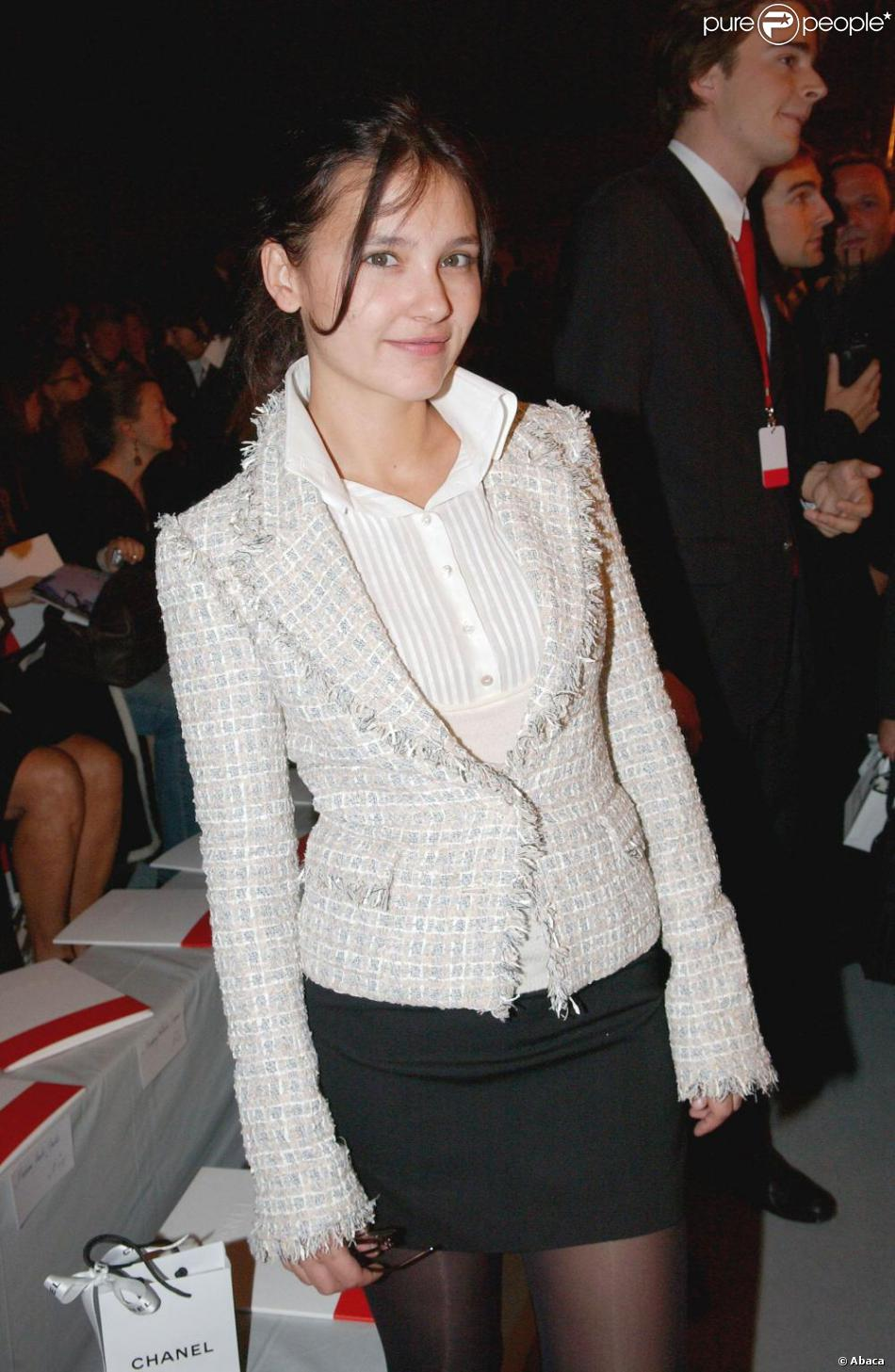d61fcda3664e Virginie Ledoyen est une douce fan de Chanel. Elle ne manque pas une  occasion de sortir sa veste en tweed !
