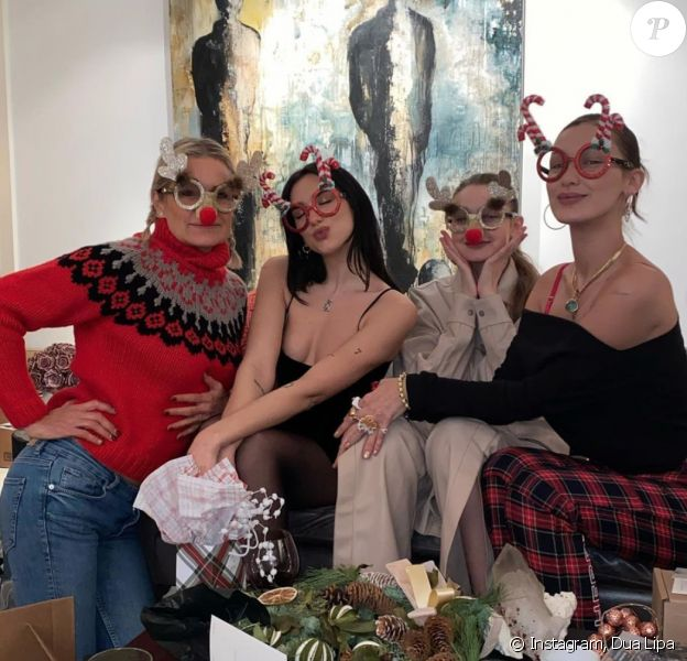Yolanda Hadid, Dua Lipa, Gigi et Bella Hadid ont célébré Noël ensemble.