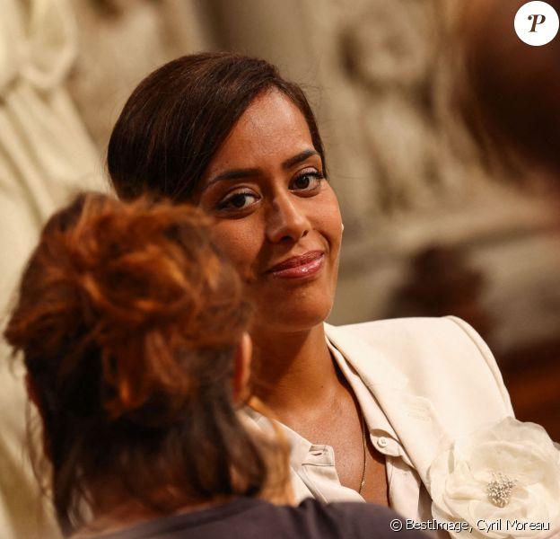 """Exclusif - Amel Bent sur le tournage du téléfilm pour France 3 """"Les sandales blanches"""" (diffusion le 25 janvier 2021) à Meudon. © Cyril Moreau / Bestimage"""