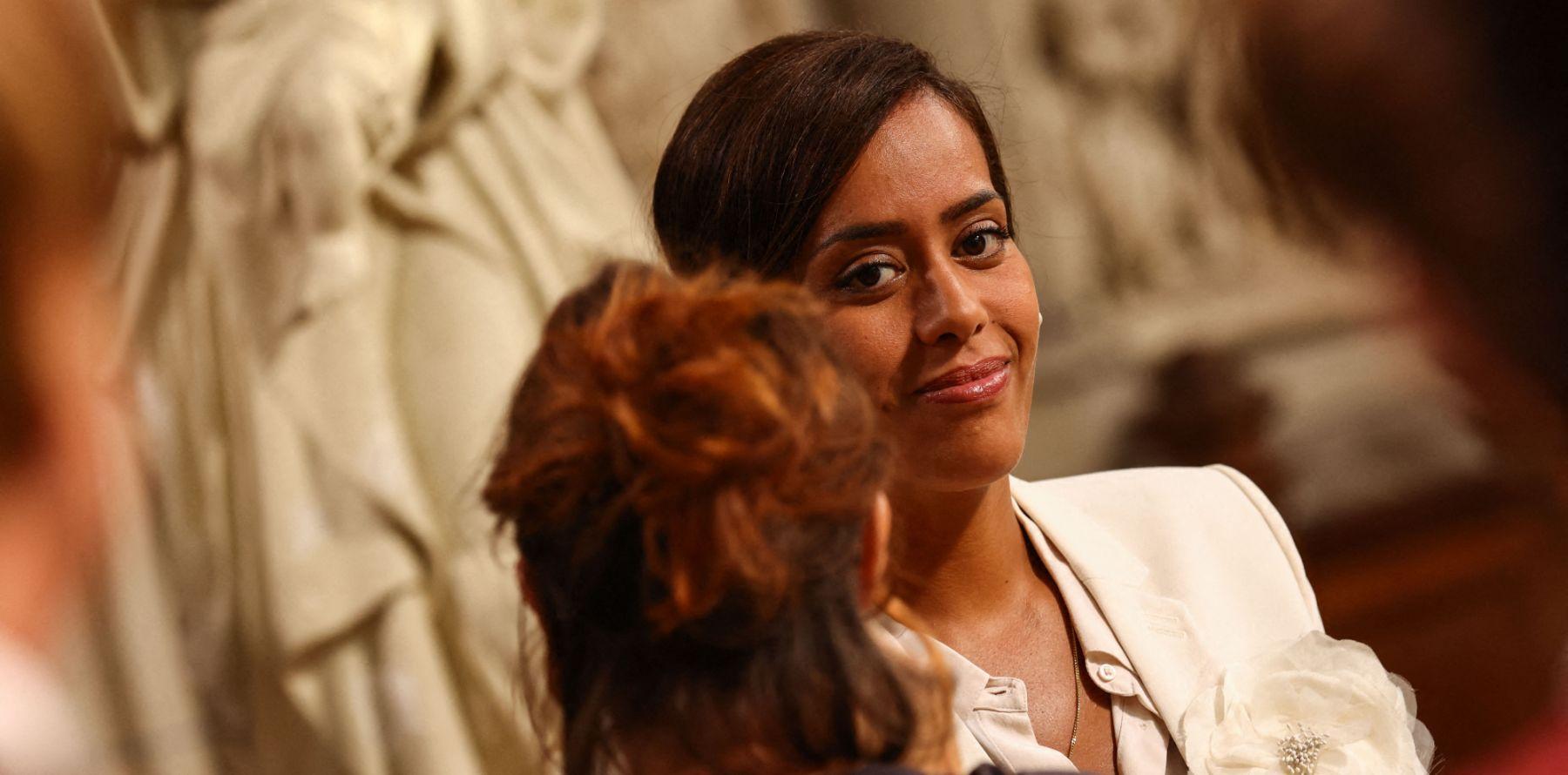 Amel Bent comédienne : vive émotion sur le tournage, elle n'a pas pu retenir ses larmes