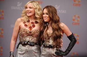 Sex and The City 2 : La pétillante Miley Cyrus en plein tournage ! C'est la guerre des looks... avec Kim Cattrall ! (réactualisé)