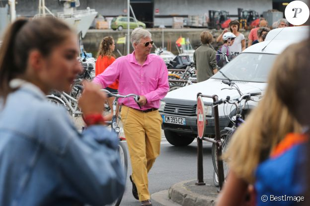 Exclusif - Le roi Philippe de Belgique sur le port de Joinville sur l'îe-d'Yeu, France, le 4 août 2017.