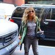 """Halle Berry porte un t-shirt avec l'inscription """"Here For A Good Time Not A Long Time"""" dans les rues de New York, le 8 mai 2019."""