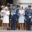 La princesse Anne, Camilla Parker Bowles, duchesse de Cornouailles, le prince William, duc de Cambridge, Kate Catherine Middleton, duchesse de Cambridge, le prince Harry, duc de Sussex, Meghan Markle, duchesse de Sussex (habillée en Dior Haute Couture par Maria Grazia Chiuri) - La famille royale d'Angleterre lors de la parade aérienne de la RAF pour le centième anniversaire au palais de Buckingham à Londres. Le 10 juillet 2018.