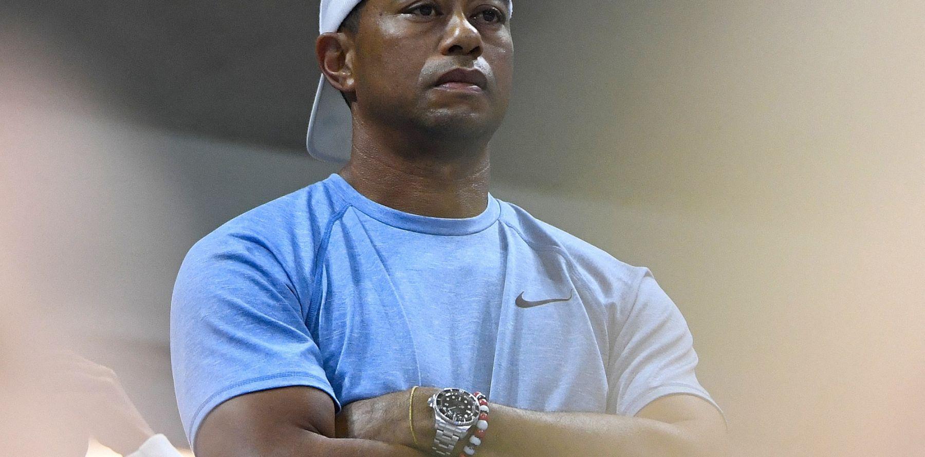 """Tiger Woods """"conscient"""" après son grave accident : sa jambe durement touchée a été opérée"""