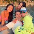 A l'ocassion de Noël, Laeticia Hallyday a publié une photo d'elle avec son compagnon Jalil Lespert et ses deux filles Jade et Joy. La photo avait été prise quelques jours aupravant, lors de leur voyage à Saint-Barthélemy pour le troisième anniversaire de la mort de Johnny.