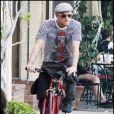 Justin Chambers de Grey's Anatomy se balade avec quatre de ses cinq enfants à West Hollywood le 25 octobre 2009