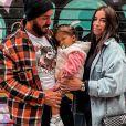 Liam Di Benedetto avec son mari Christophe et sa fille Joy, en Espagne, mars 2021