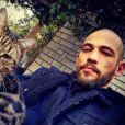 Moise Santamaria pose avec un chat, sur Instagram, février 2021