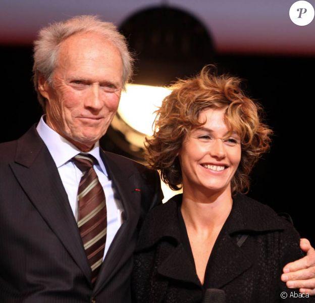 Cécile de France tourne actuellement sous la direction de Clint Eastwood le film Hereafter, à Paris, en octobre 2009.