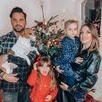 Alexia Mori, enceinte de son troisième enfant, prend la pose avec sa famille - Instagram