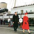 Elizabeth II et son mari le prince Philip lors de la mise hors service du Royal Yacht Britannia à Portsmouth, en 1997.