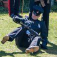 """Un membre du régiment de la British Army """"The Rifles"""" tombe à terre - Arrivées aux funérailles du prince Philip, duc d'Edimbourg à la chapelle Saint-Georges du château de Windsor, avril 2021."""