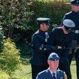 """Un membre du régiment de la British Army """"The Rifles"""" tombe à terre - Arrivées aux funérailles du prince Philip, duc d'Edimbourg à la chapelle Saint-Georges du château de Windsor, le 17 avril 2021."""