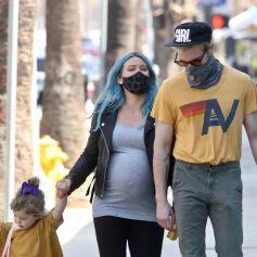 Hilary Duff enceinte et son mari Matthew Koma font du shopping avec leur fille Banks à Studio City.