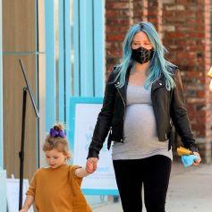 Hilary Duff enceinte fait du shopping avec sa fille Banks à Studio City le 13 mars 2021.