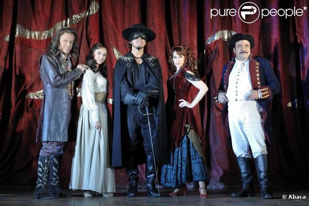 Le musical Zorro débute le 5 novembre 2009 aux Folies Bergère, avec Georges Beller, Liza Pastor, Laurent Ban, Geraldine Larrosa, Benoît de Gaulejac