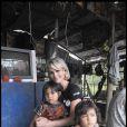 Laeticia Hallyday lors de son voyage au Cambodge pour l'Unicef le 1er octobre 2009