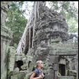 Laeticia Hallyday dans le temple d'Angkor lors de son voyage au Cambodge pour l'Unicef le 1er octobre 2009