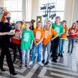 """La reine Maxima des Pays-Bas lors d'une visite au """"More music in the classroom foundation"""" à Bourtange. La fondation (Meer Muziek in de Klas) fournit une éducation musicale structurelle à tous les enfants des écoles primaires des Pays-Bas."""