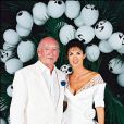 Eddie Barclay et son épouse Caroline Barclay à Saint-Tropez en 1995.