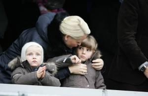 Haakon et Mette-Marit de Norvège : Leurs petites têtes blondes Ingrid et Sverre... dans l'ambiance des stades !