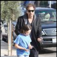 Al Pacino et son fils Anton se promènent à West Hollywood, le 7 novembre 2009.