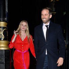 """Lara Stone et son compagnon David Grievson à la sortie du restaurant """"Gymkhana"""" à Londres, le 12 février 2020."""