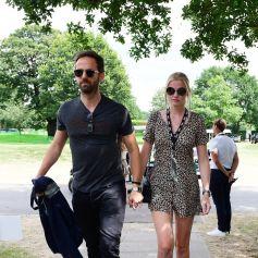 Lara Stone et son compagnon David Grievson arrivent à Wimbledon à Londres, le 13 juillet 2019.