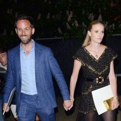 """David Grievson et sa compagne Lara Stone à la sortie de la soirée """"The Serpentine Summer Party"""" dans les jardins de Kensington à Londres, Royaume Uni, le 25 juin 2019."""