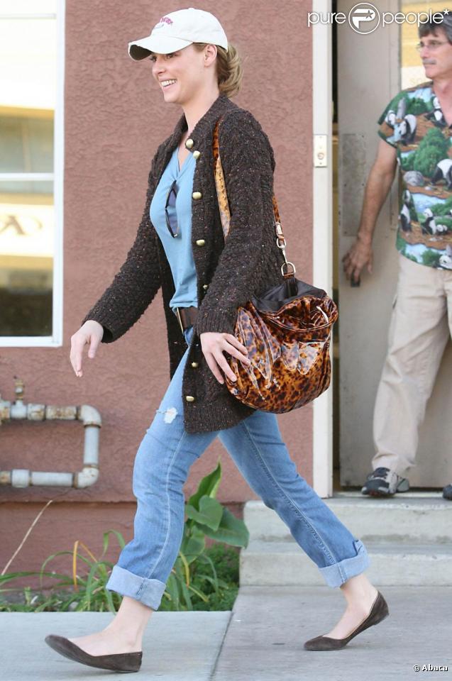 Katherine Heigl, accompagnée par son beau-père, emmènent leurs compagnons canins chez le vétérinaire, vendredi 27 novembre, à Los Angeles.
