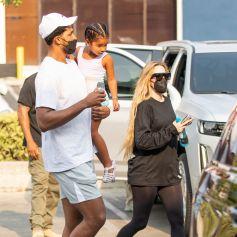 Exclusif - Khloé Kardashian et Tristan Thompson se retrouvent pour accompagner leur fille True à un cours de danse dans le quartier de Calabasas à Los Angeles. Le 17 août 2021