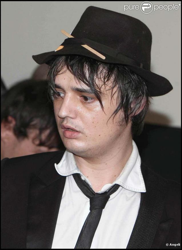 Pete Doherty a chanté l'hymne nazi le 29 novembre 2009 à Munich.
