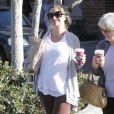 Rebecca Gayheart fait du shopping avec sa mère à Malibu le 29 novembre 2009
