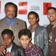 Jesse Jackson avec les enfants de P. Diddy, Christian et Quincy, et ceux de Jermaine, Jafaar et Jermajsty lors de la sortie du livre Michael Jackson Official Opus à Los Angeles le 8 décembre 2009