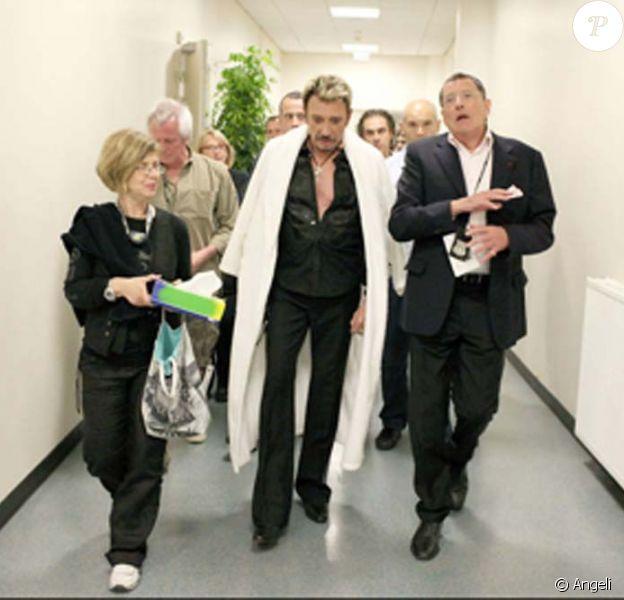 Johnny Hallyday et Jean-Claude Camus. Le producteur et ami de la star a donné des nouvelles sur RTL, le 10 décembre 2009.