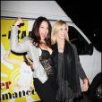 """Fran Drescher et Olivia Newton-John lors de la soirée pour la fondation """"Cancer Schmancer Movment"""" de Fran Drescher au Théâtre The Million Dollar à Los Angeles le 13 décembre 2009"""