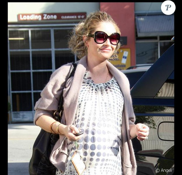 Rebecca Gayheart à Hollywood, le 16 décembre 2009