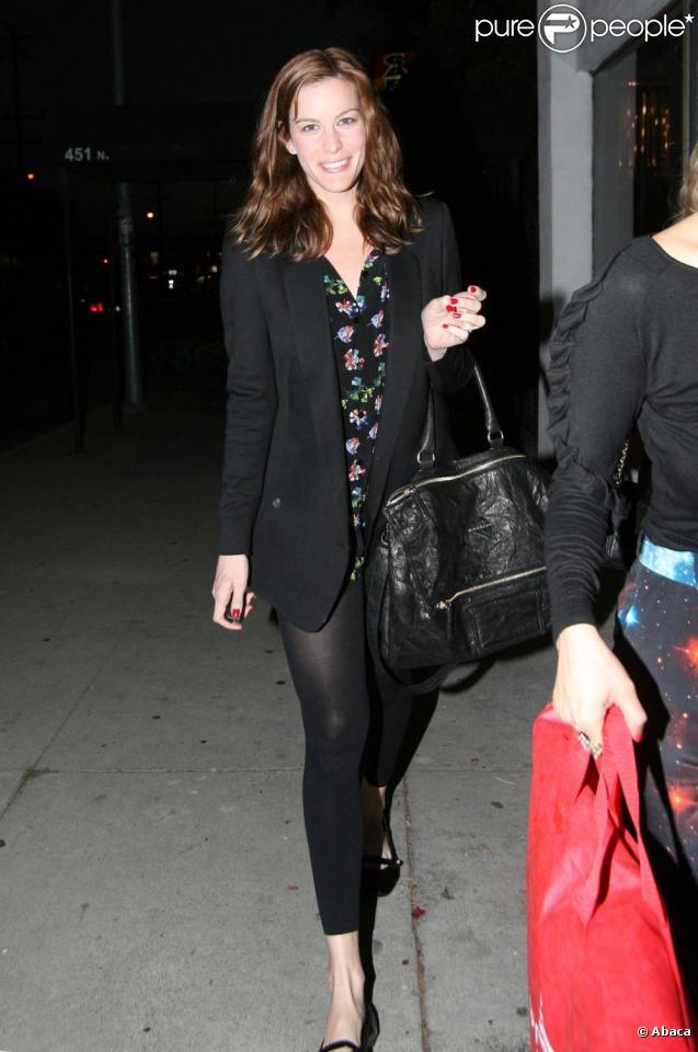 Liv Tyler fait du shopping à Los Angeles le 18 décembre 2009