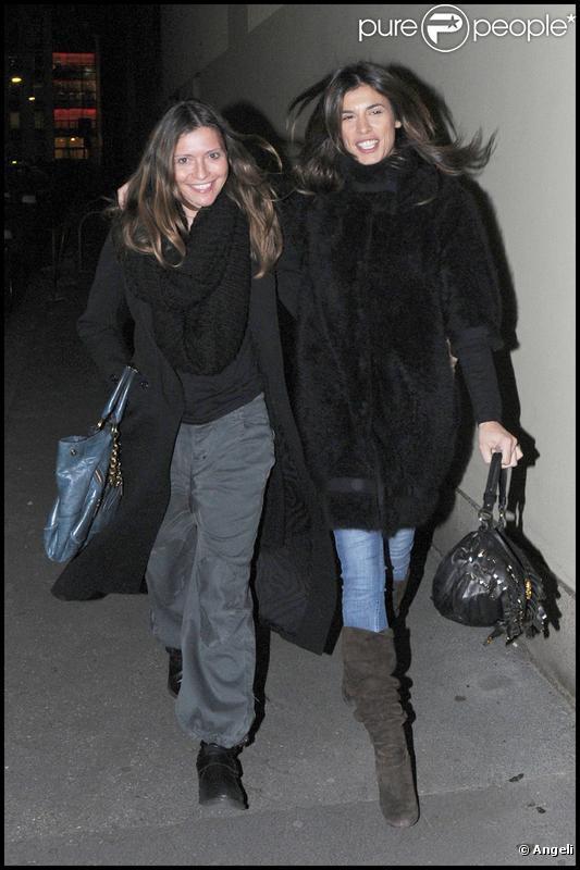 Elisabetta Canalis fait du shopping chez Roberto Cavalli à Milan avec des amies le 15 décembre 2009